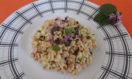 Salade de riz aux courgettes et au tofu mariné (Recette à la Une)