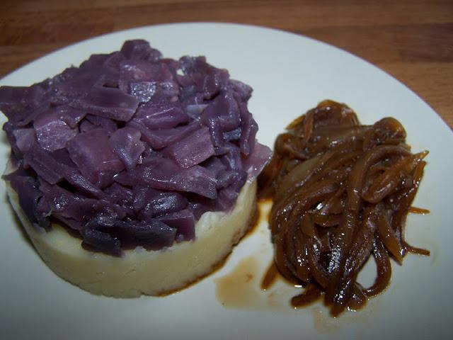 Ecrasée de Pommes de terre, Chou rouge et Echalotes confites (Recette à la Une)